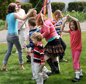 Children around Maypole